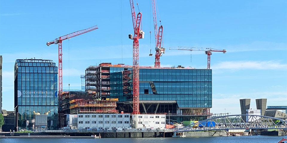 Nieuw op het Oosterdokseiland: 65.000 m² kantoren, 42 luxe appartementen, 1.500 m² horeca en commerciële functies en 30.000 m² parkeerruimte.