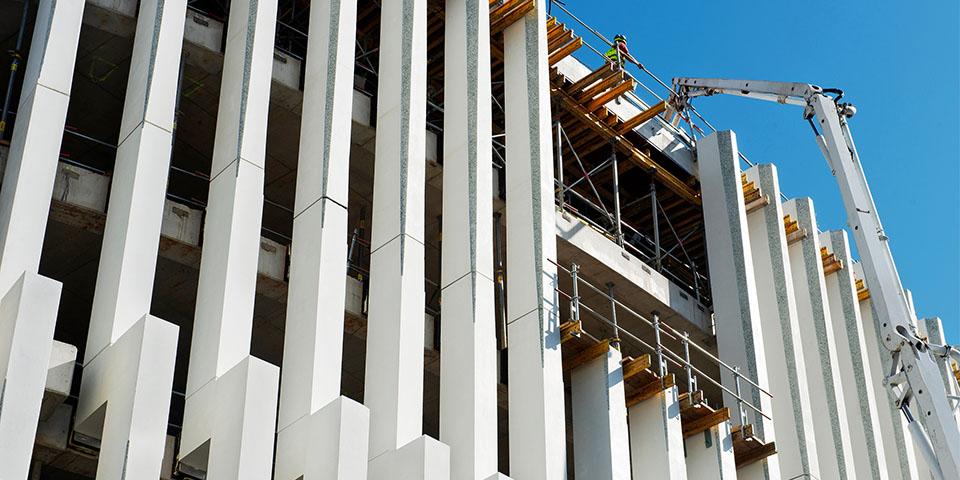 Prefab kolommen van Loveld voor het hoofdkwartier van BNP Paribas Fortis in Brussel. De hoeveelheid cut-outs is met 60% gereduceerd door het hergebruik van stukken.(Beeld: Enjoy Concrete & beeldcollectief)